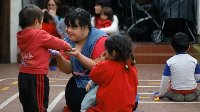 down prof - Noelia é a primeira professora com síndrome de Down na Argentina