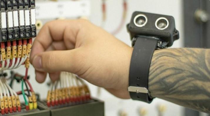 pulseira - Jovem desenvolve pulseira que dá mais autonomia e segurança para pessoas com deficiência visual