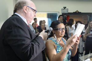 Diário de Uberlândia  300x200 - O Diário de Uberlândia publicou uma reportagem sobre a chegada do OrCam MyEye em bibliotecas da cidade, a primeira do interior brasileiro a receber os dispositivos. Eles também conversaram com Doron Sadka, da Mais Autonomia, que esteve em Uberlândia para a apresentação do aparelho.