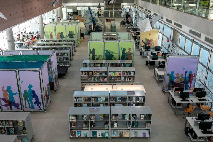 Prefeitura de SP vai tornar 54 bibliotecas acessíveis para cegos 719x479 - A iniciativa da Prefeitura de São Paulo, de adquirir dispositivos OrCam MyEye para as bibliotecas da cidade, foi mencionada na coluna de Mônica Bergamo, da Folha de S. Paulo.