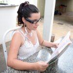 aluna cega 150x150 - Campanha de doação OrCam: aluna cega ganha o seu