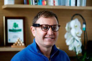 """ziv aviram 300x200 - """"As empresas de tecnologia devem ajudar a humanidade"""", diz fundador da Mobileye e CEO da OrCam"""